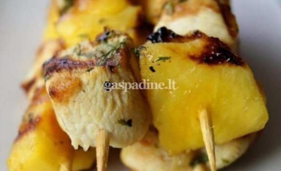 Vištienos ir ananasų vėrinukai