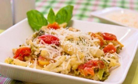 Makaronai su brokoliais, žiediniais kopūstais ir vištiena