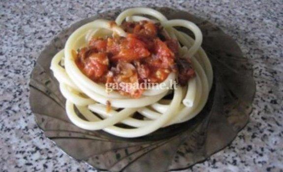 Makaronai su tuno ir pomidorų padažu