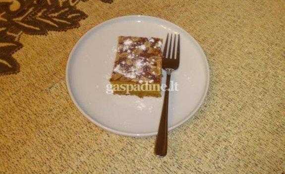 Naminis morkų pyragas