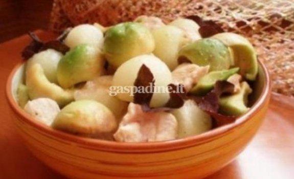 Melionų, avokadų ir vištienos salotos