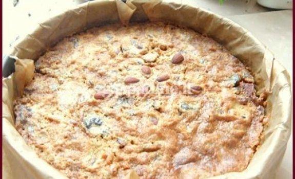 Airiškas džiovintų vaisių pyragas