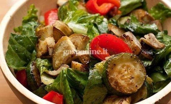 Gardžios cukinijų salotos