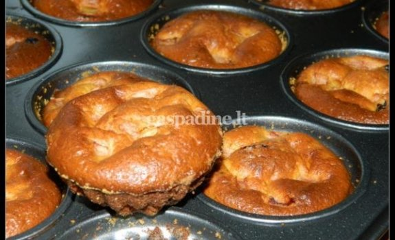 Apelsinų skonio pyragaičiai su varške