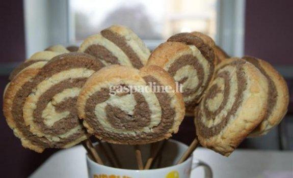 Sausainiai ant pagaliukų