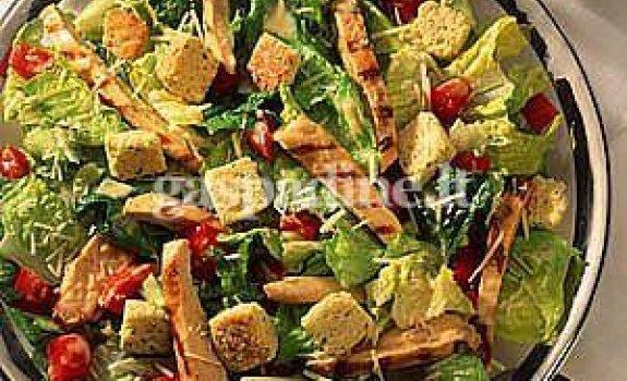 Vištienos salotos su alyvuogėmis