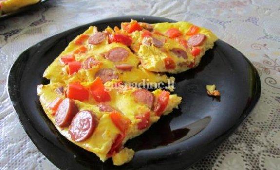 Omletas su dešrelėmis