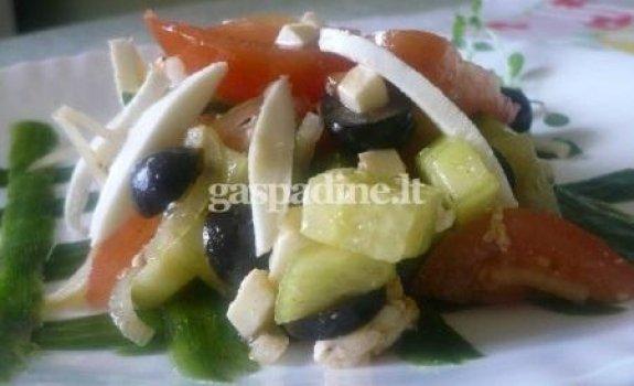Graikiškos salotos su mocarela sūriu