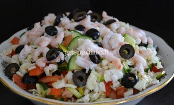 Salotos su krevetėmis ir alyvuogėmis