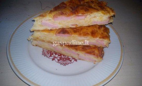 Sūrio pyragas su dešrelėmis