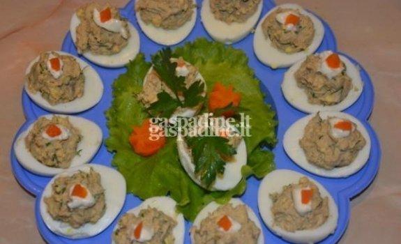 Įdarytos kiaušinių puselės su paštetu
