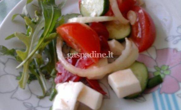 Vasariškos salotos su mocarela
