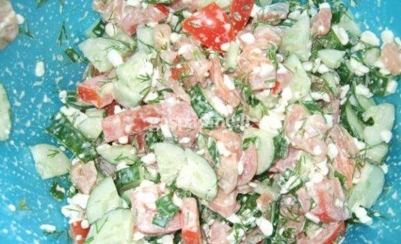 Gaiviosios salotos su lašiša