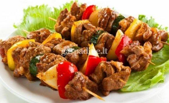 Kiaulienos sprandinės vertinis su keptomis daržovėmis