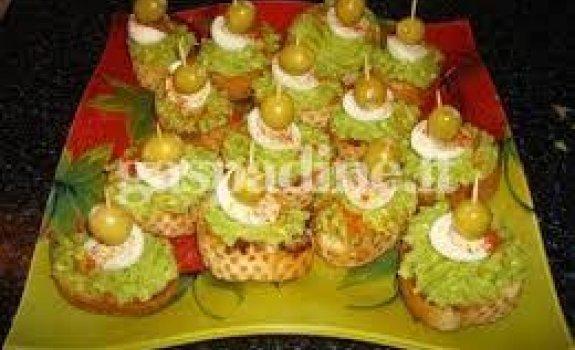 Šventiniai sumuštiniai su avokadu