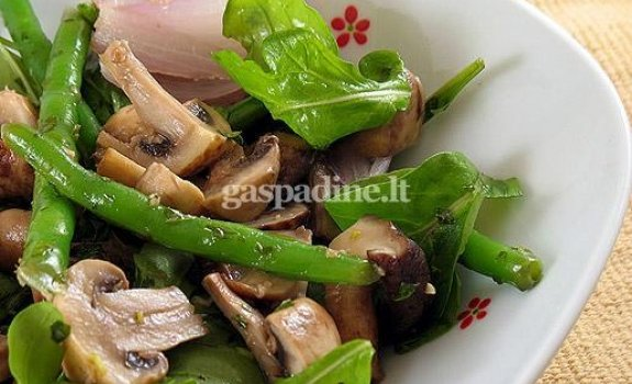 Pievagrybių ir šparaginių pupelių salotos