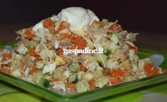 Tuno salotos su sūriu ir morkomis