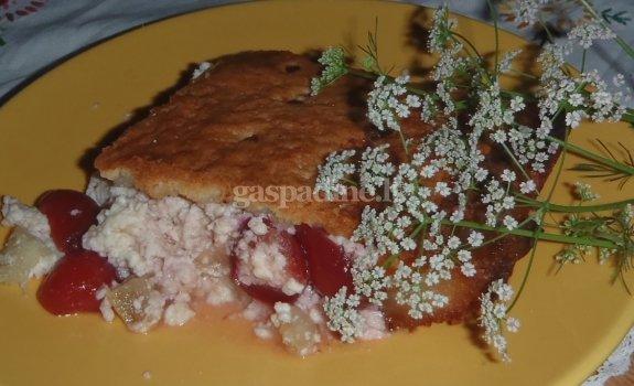 Pyragas su varške ir rabarbarais
