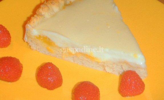Persikų ir grietinės kremo pyragas