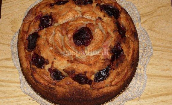 Varškės pyragas su slyvomis