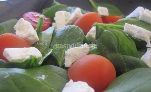 Špinatų ir fetos sūrio salotos