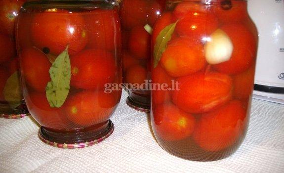 Pomidorai obuolių sultyse