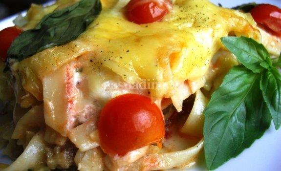Mėsiškas makaronų apkepas su daržovėmis