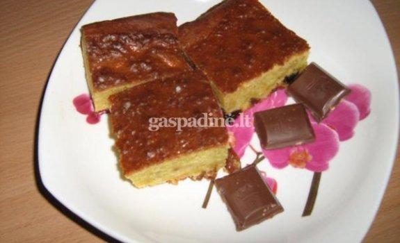 Riešutų ir razinų pyragas