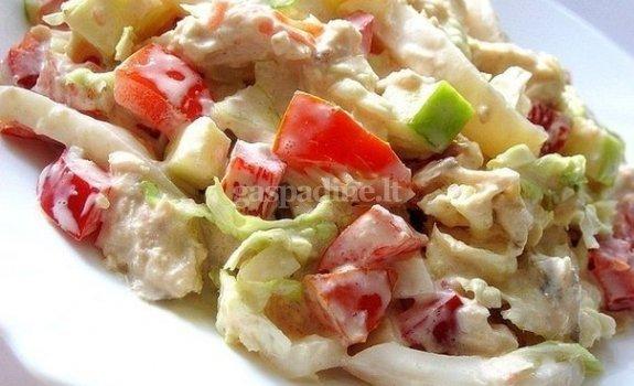 Vištienos salotos su obuoliais