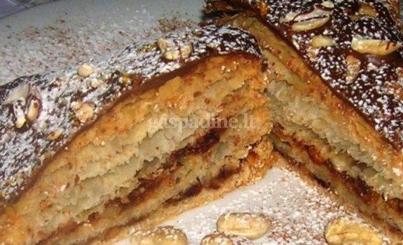 Datulių ir anakardžių riešutų pyragas