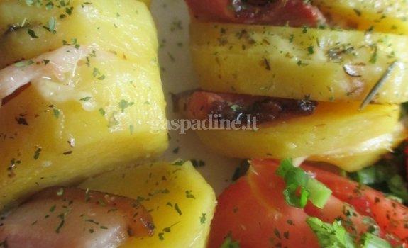 Po folija keptos bulvės su šonine