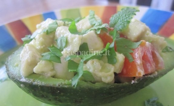 Salotos su avokadu ir feta