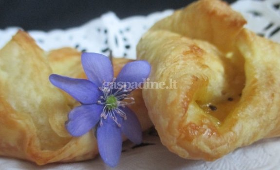 Pyragėliai su geltonujų kivių uogiene