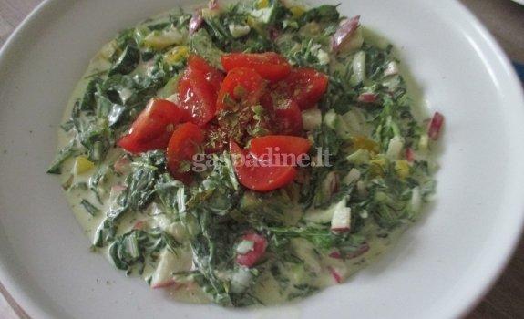 Salotos papuoštos pomidoro skiltelėmis