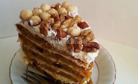 Šviežių morkų pyragas