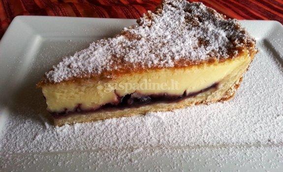 Varškės pyragas su braškėmis