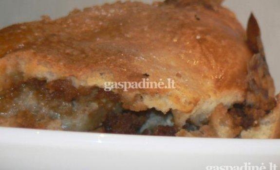 Pyragas su obuoliais ir chalva