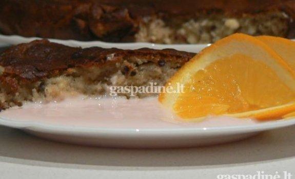 Varškės pyragas su uogiene