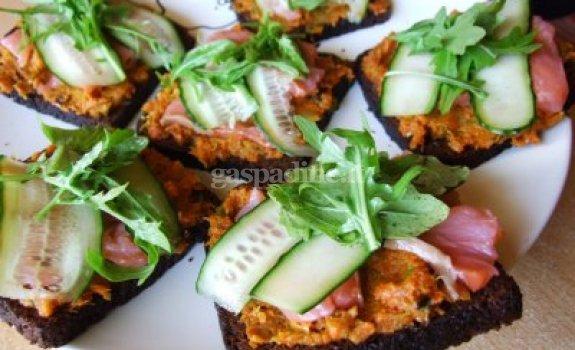 Daržovių ir lašišos sumuštinis pagal Beatą