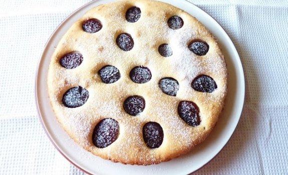 Pyragas su slyvomis