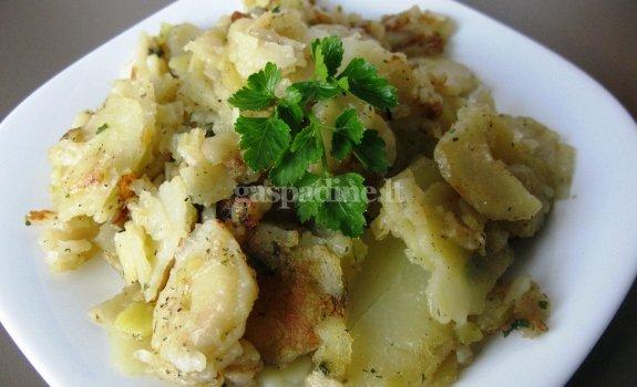 Keptos bulvės su žalumynais