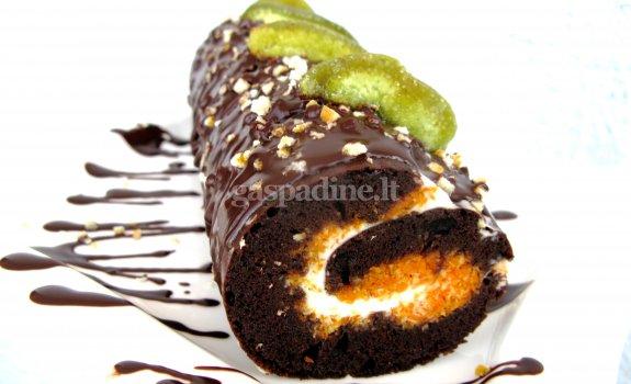 Kakavinis vyniotinis su morkomis ir maskarponės kremu