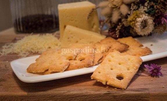Sūrio krekeriai su sezamo sėklomis