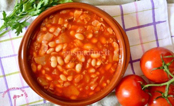 Pomidorinė baltųjų pupelių sriuba
