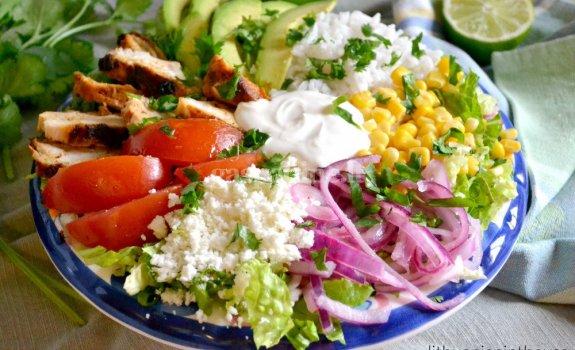 Meksikietiškos vištienos salotos