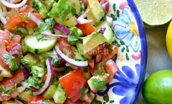 Gaivios avokadų salotos su pomidorais