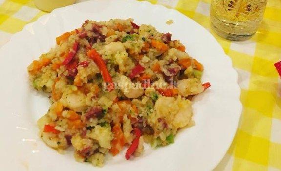 Ryžiai su ispaniška dešra ir krevetėmis