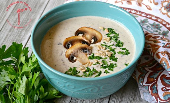 Tiršta pievagrybių sriuba su lydytu sūreliu