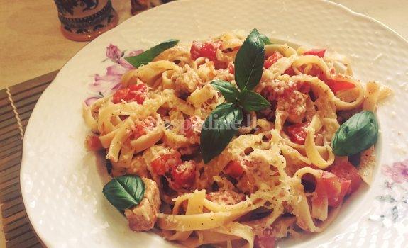 Makaronai su vištiena ir paprika