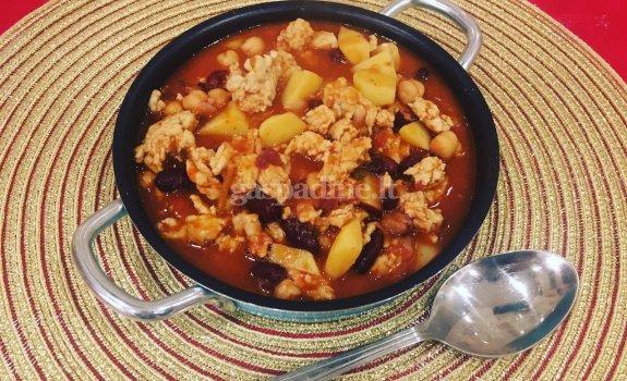 """Vištienos, bulvių ir avinžirnių meksikietiškas """"čili"""""""